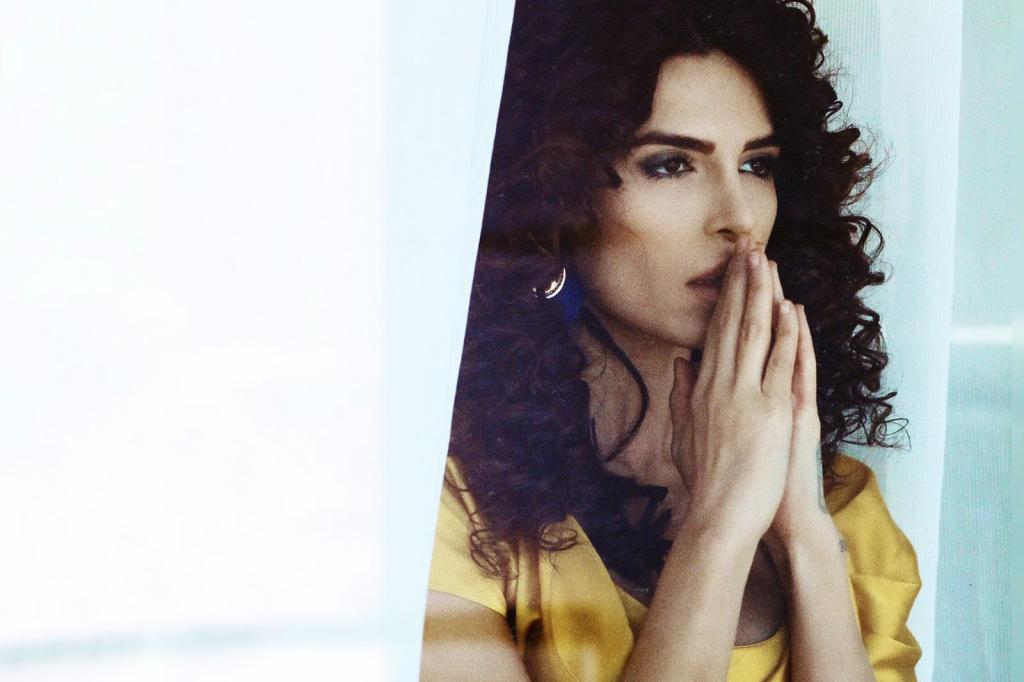 nackt Negzzia Iranian model